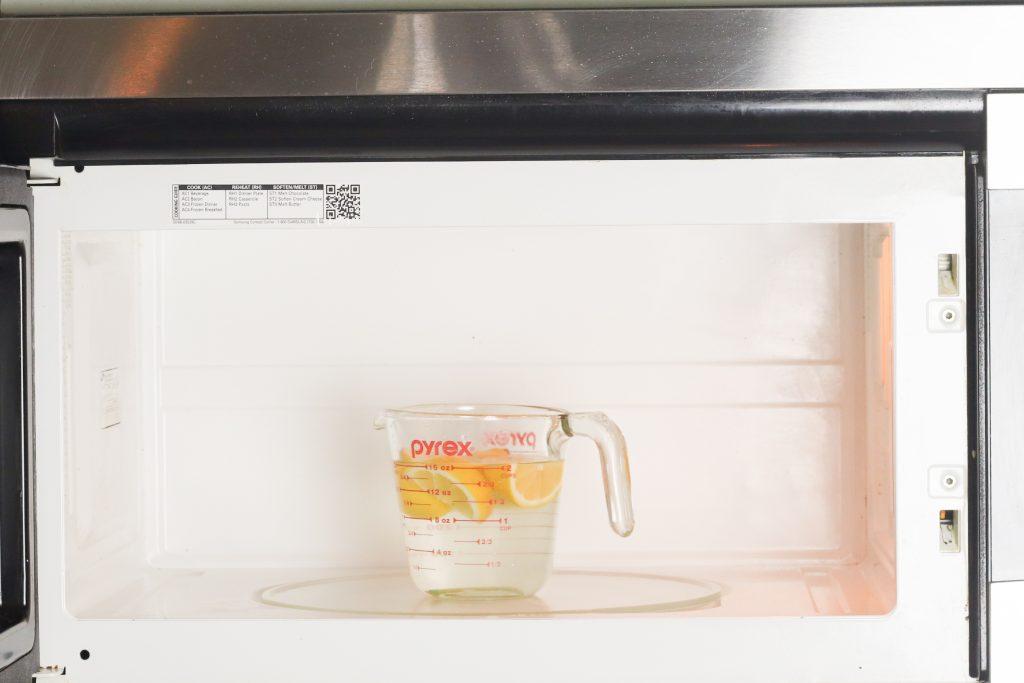 Natural lemon and vinegar microwave cleaner